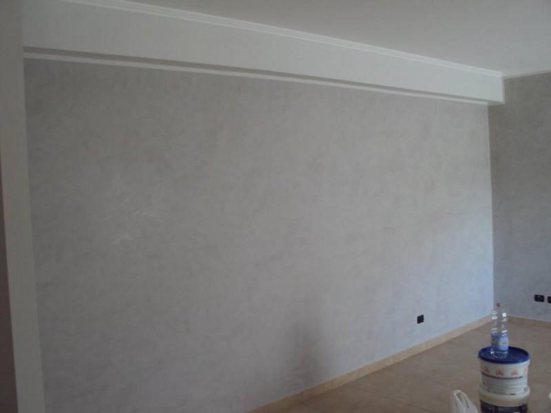 soffitti bianco pareti bianco ghiaccio e pareti spezzate in stucco a ...