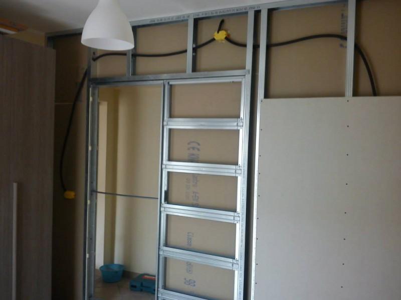 Simple parete in cartongesso e porta con telaio a scrigno with muro di cartongesso - Parete in cartongesso con porta ...