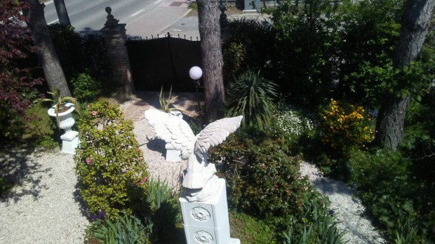 Il monumento con aquila del Pet Cemetery