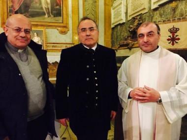de izquierda a derecha: Don Massimo Cuofano, Pantaleo Losapio, Don Luciano Rotolo, promotores  de la Fundación Francisco II de Borbón