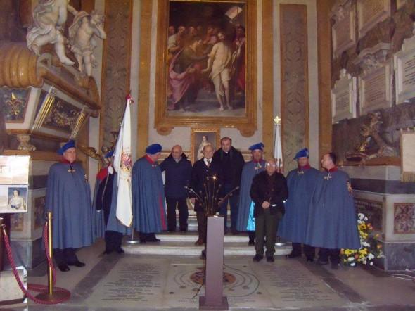 Foto ricordo alla tomba dei Borbone-Due Sicilie - Basilica di Santa Chiara 20 gennaio 2015