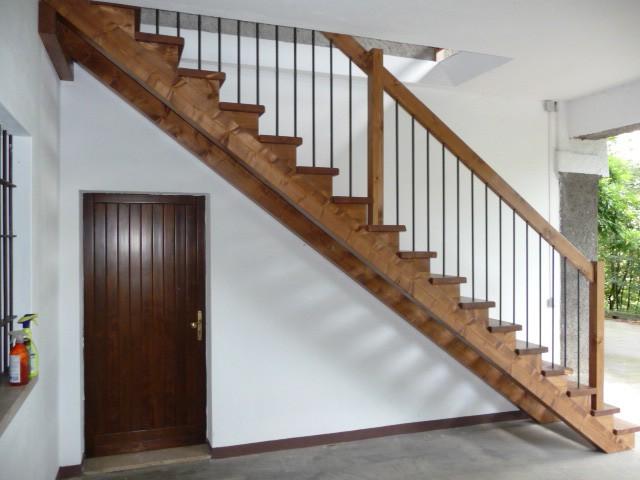 Realizzazione scale in legno del legno falegnameria - Scale di legno per interni ...