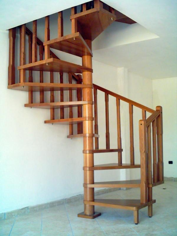 Realizzazione scale in legno del legno falegnameria - Scale a chiocciola salvaspazio ...